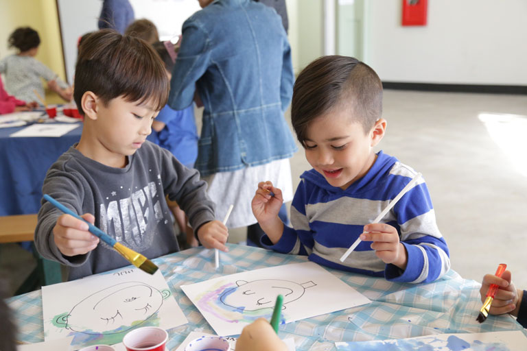 children learning colors through art